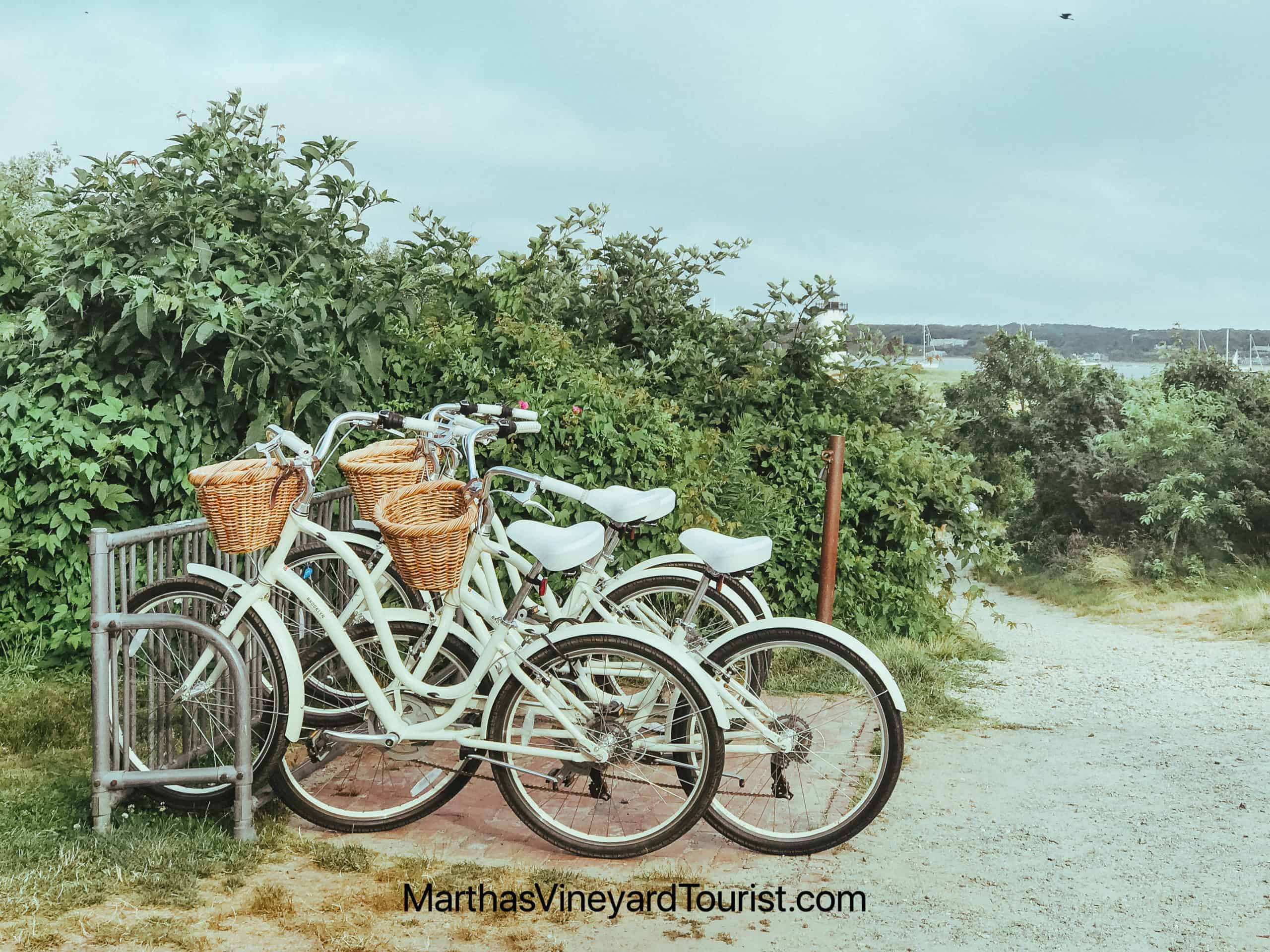 white cycles with baskets by the beach