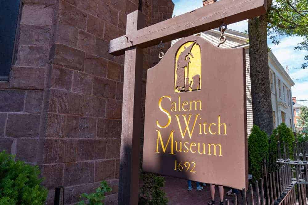 ign outside of the Salem Witch Museum which tells the story of the 1692 witch trails in Salem, Massachusetts